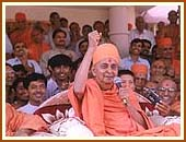 Swamishri in a joyous mood
