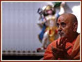 Chanting the Swaminarayan dhun