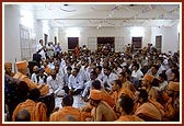 Swamishri blesses the murti pratishtha assembly