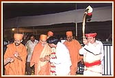 After arriving from Ahmedabad, Swamishri is greeted in a traditional welcome