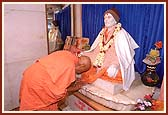 Bowing before the murti of Shastriji Maharaj on his birth place