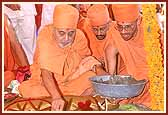 Swamishri performing the ground- breaking ceremony for a new Swaminarayan mandir
