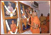 Thereafter, Swamishri performs the puja of murtis to be established at the Race Course Satsang Center and Rajpath Satsang Center in Vadodara