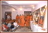 Swamishri then performs arti of the murtis