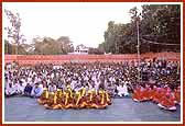 A huge assembly of devotees and wellwishers