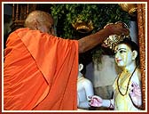 Swamishri performing Abhishek of the Murtis