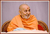 Swamishri in a joyous, merry mood.