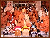 Swamishri engrossed in the worship of Shri Harikrishna Maharaj (Thakorji)