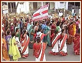 The colorful womens procession was well-managed by the volunteers dressed in white and red saris