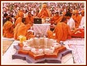Swamishri performing the Yagna for World Peace
