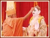 Doing pujan of Shri Ghanshyam Maharaj