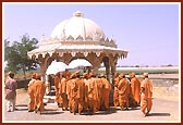 Darshan of shrine where Lord Swaminarayan played 'raas' (stick dance) with paramhansas