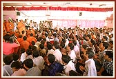 Swamishri initiating aspirants into Satsang