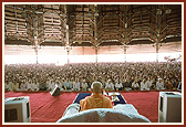 Swamishri performing morning puja in the mandir assembly hall