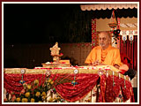 Pramukh Swami Maharaj in Ahmedabad, 25 April 2010