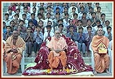 Swamishri with students of Swaminarayan Gurukul, Gondal