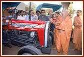 Performs pujan of tractor donated for BAPS earthquake relief work