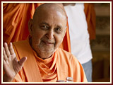 Pramukh Swami Maharaj in Ahmedabad, 9 May 2010