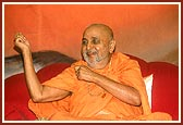 Swamishri in a happy mood during his blessings