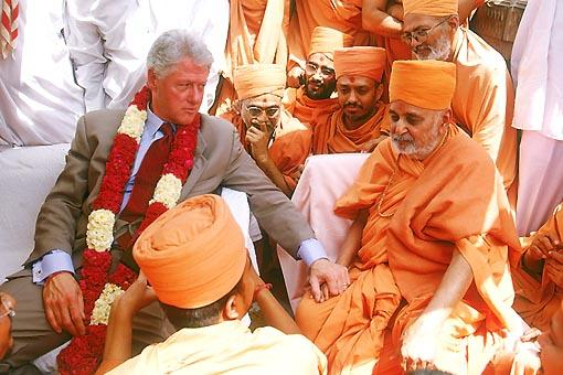 ... during this dialogue Bill Clinton approves of Swamishri's greatness by affectionately holding his hand