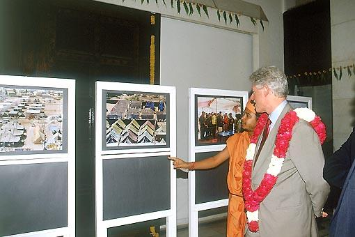 The photographic exhibition on the BAPS Gujarat earthquake relief work interests the former president