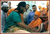 Swamishri blesses the injured victims of the terrorist attack in Akshardham