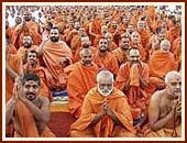 Mega Assembly of 79th Birthday Celebration of Pramukh Swami Maharaj, 16 Dec 99
