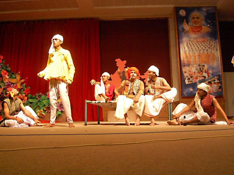 Before Swamishri youths present various programs like drama, interviews and dance