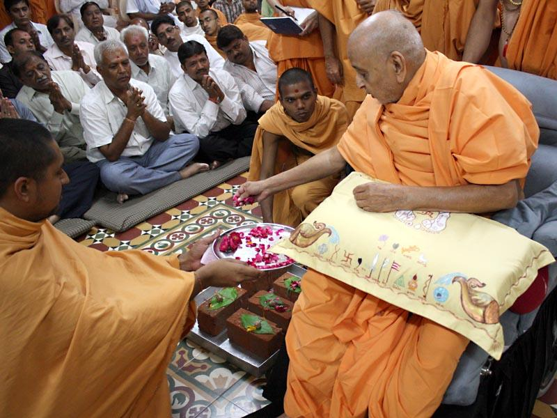 Swamishri performs pujan of bricks for foundation of BAPS hari mandirs to be constructed at Nagalpur and Sama