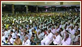 Devotees during the evening welcome assembly