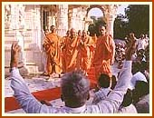 Responding to the devotion of the devotees  Gunatitanand Swami