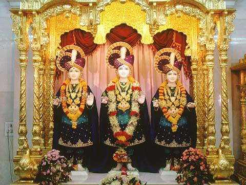 The murtis of Dham, Dhami and Mukta, Rajkot
