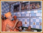 Swamishri in the holy house of Sundarji Suthar, Bhuj