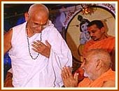 Swamishri greeting the speaker of Shrimad Bhagwat, Khavda