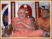 Swamishri in a lighter mood, Navsari