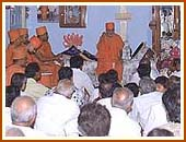 A small assembly of devotees, Sarai