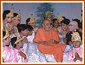 Swamishri with children