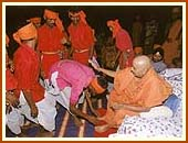Swamishri blessing the tribals, Saputara,