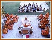 Morning puja of Swamishri, Saputara