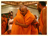 Swamishri welcomes Pujya Doctor Swami on his arrival from a satsang tour