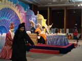 Kids present a cultural program duirng Swamishri's morning puja