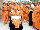 Swamishri arrives at Sankari Mandir