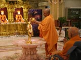 Swamishri engaged in abhishek darshan of Shri Nilkanth Varni