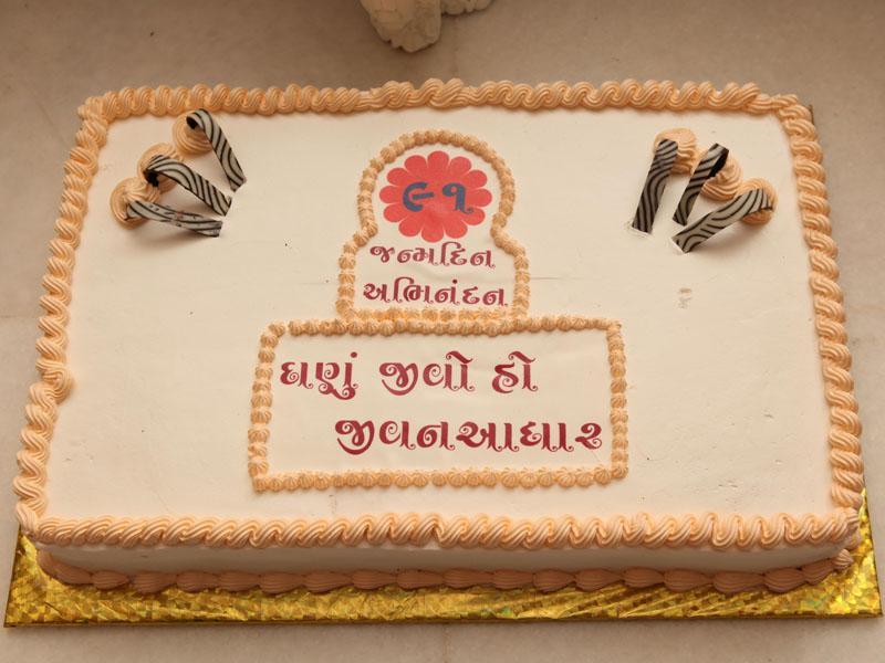 Pramukh Swami Birthday Cake