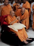 Swamishri blesses kishores and kishoris