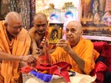 Swamishri inaugurates DVD of 'Mystic India' movie including the 'Making of Mystic India'