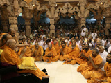 Swamishri bids Jai Swaminarayan and blesses all