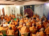 Swamishri during the grahan assembly