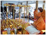 Swamishri performs pujan of kalashas and flagstaffs for new BAPS mandir at Bodeli