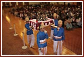 Devotees offer prayers and celebrate the birth of Bhagwan Swaminarayan and Lord Ram in the evening assembly